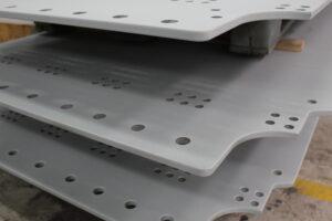Sandblæsning og metallisering af stålplader.