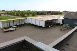 Autolakering af lastbiltrailere.